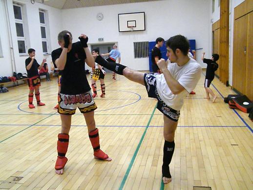 Muay Thai Übung zu Zweit